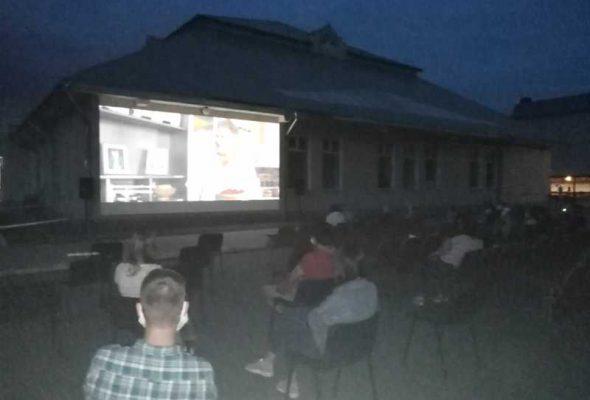 На Ямпільщині працює кінотеатр просто неба