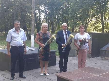 Церемонії покладання квітів на Лебединщині