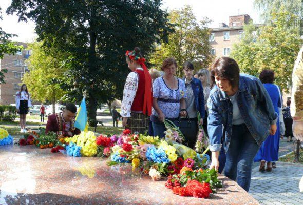 Вічна пам'ять та слава Героям!